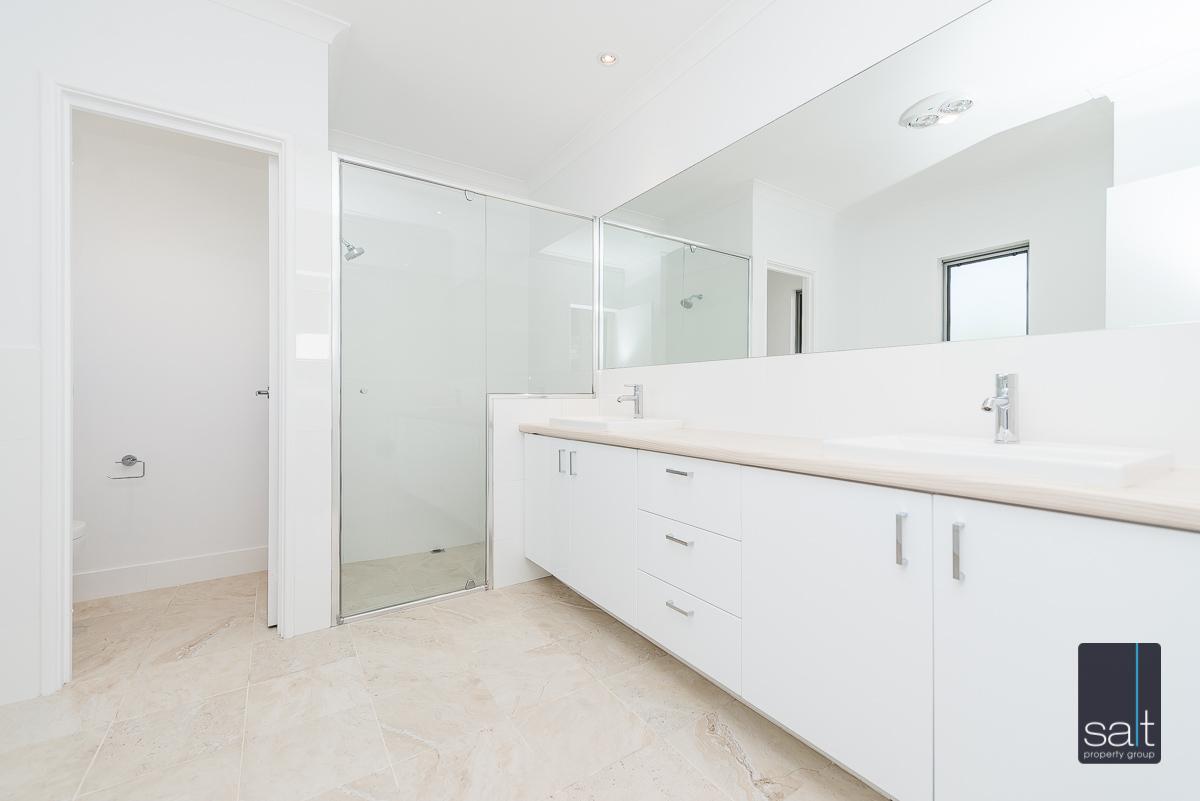 https://propertyphotos.vaultre.com.au/835/4010098__1579159889-22059-54BGladstoneRdRivervale-19.jpg