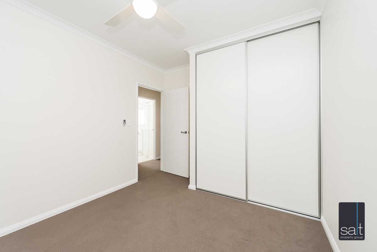 https://propertyphotos.vaultre.com.au/835/4010099__1579159895-5423-54BGladstoneRdRivervale-20.jpg