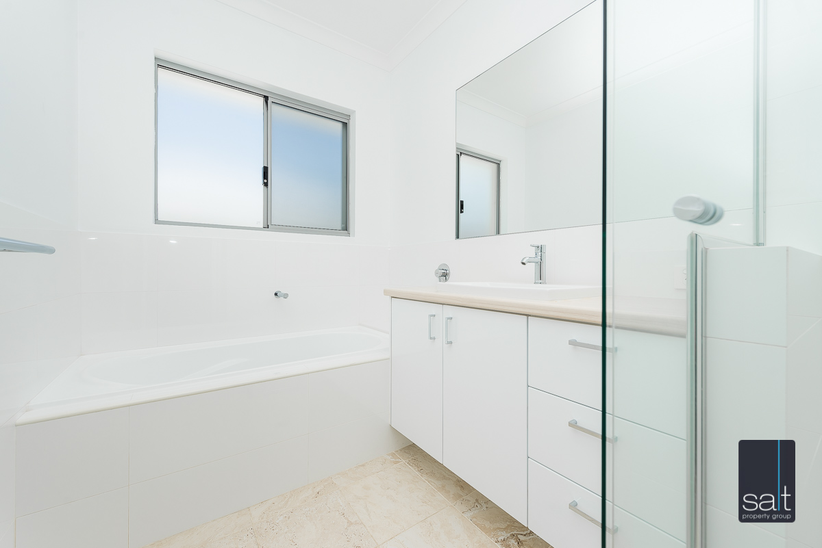 https://propertyphotos.vaultre.com.au/835/4010101__1579159901-22070-54BGladstoneRdRivervale-22.jpg