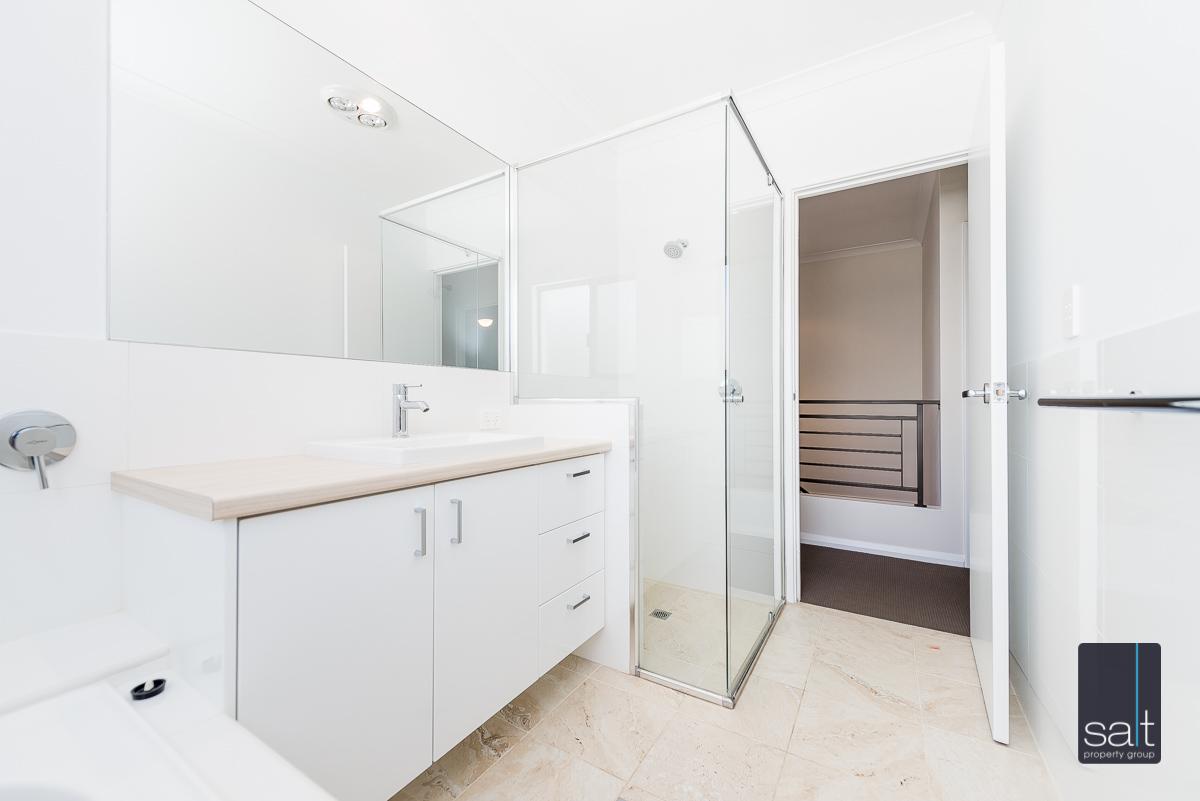 https://propertyphotos.vaultre.com.au/835/4010102__1579159908-5439-54BGladstoneRdRivervale-23.jpg