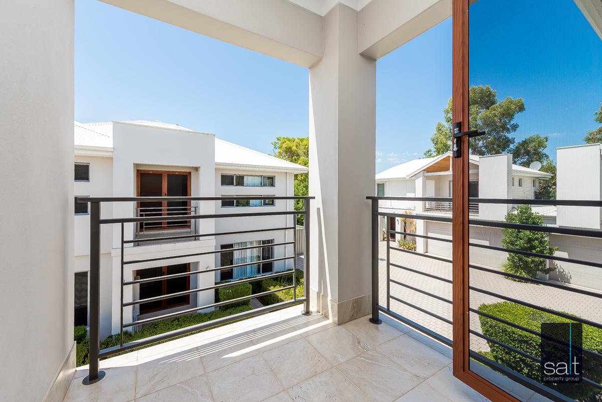 https://propertyphotos.vaultre.com.au/835/4010103__1579159912-24631-54BGladstoneRdRivervale-24.jpg