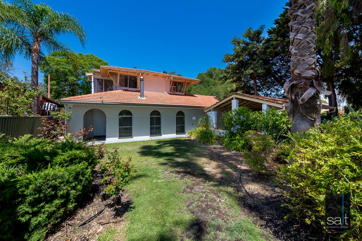 https://propertyphotos.vaultre.com.au/835/4012925__1579245191-4866-6PalmPlaceWilson-1.jpg