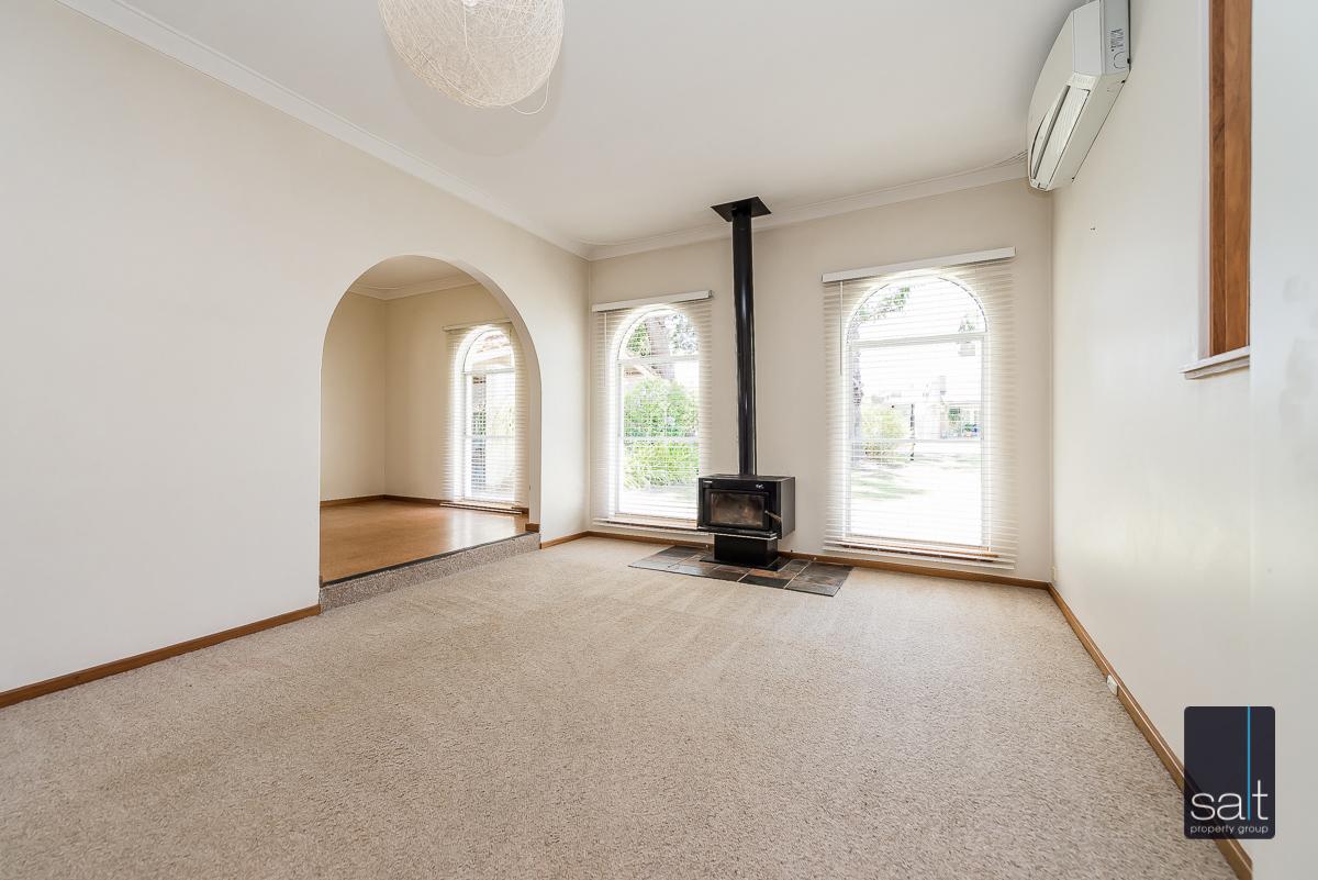 https://propertyphotos.vaultre.com.au/835/4012926__1579245204-4893-6PalmPlaceWilson-3.jpg