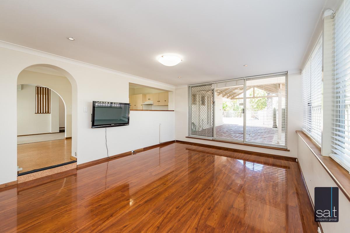 https://propertyphotos.vaultre.com.au/835/4012928__1579245212-20231-6PalmPlaceWilson-5.jpg
