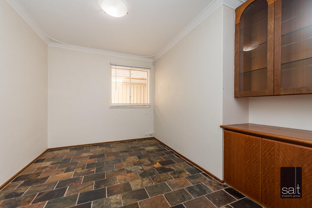 https://propertyphotos.vaultre.com.au/835/4012929__1579245213-3555-6PalmPlaceWilson-6.jpg