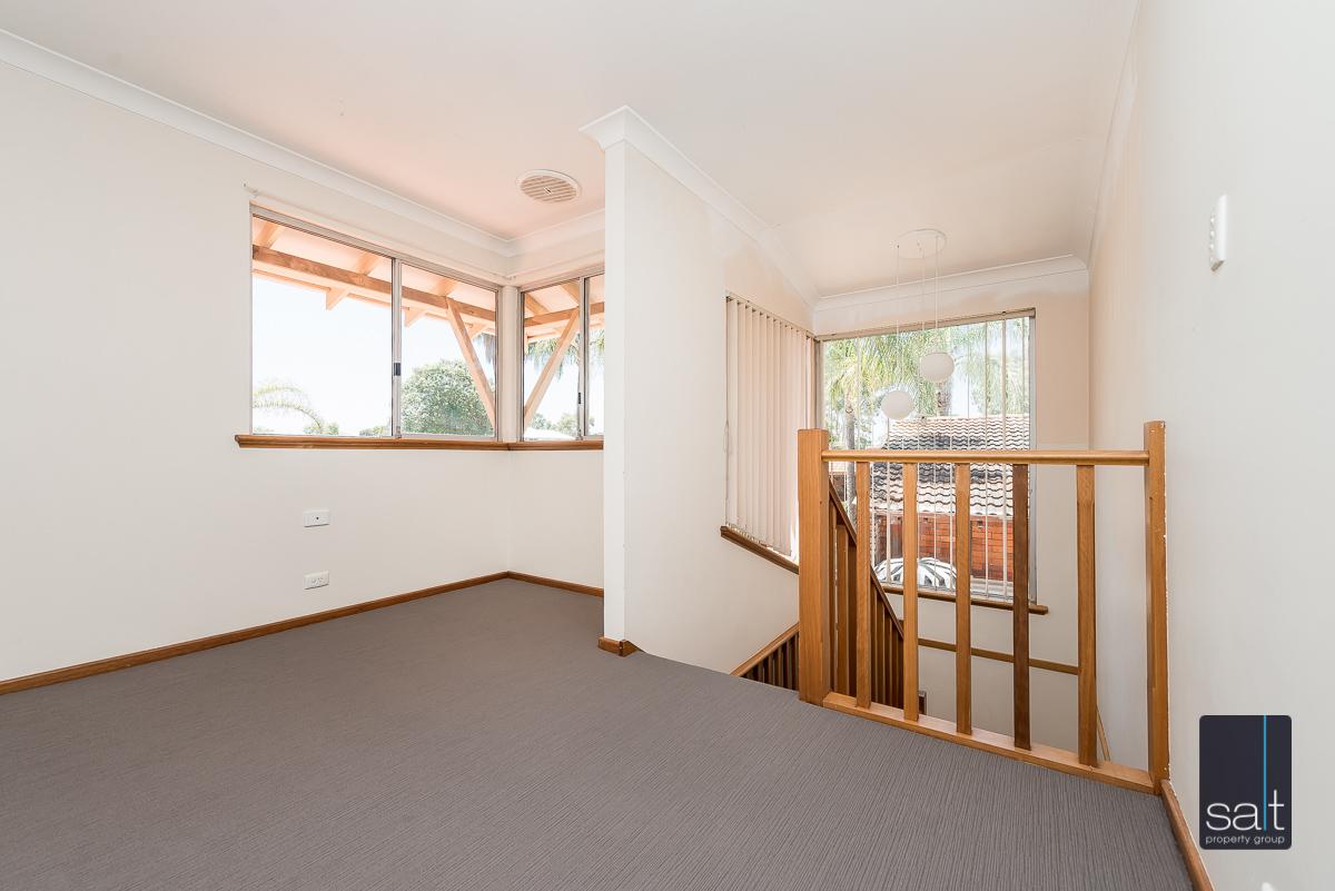 https://propertyphotos.vaultre.com.au/835/4012936__1579245232-4959-6PalmPlaceWilson-11.jpg