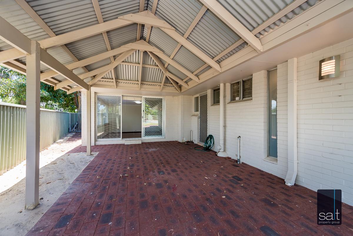 https://propertyphotos.vaultre.com.au/835/4012944__1579245351-20519-6PalmPlaceWilson-17.jpg
