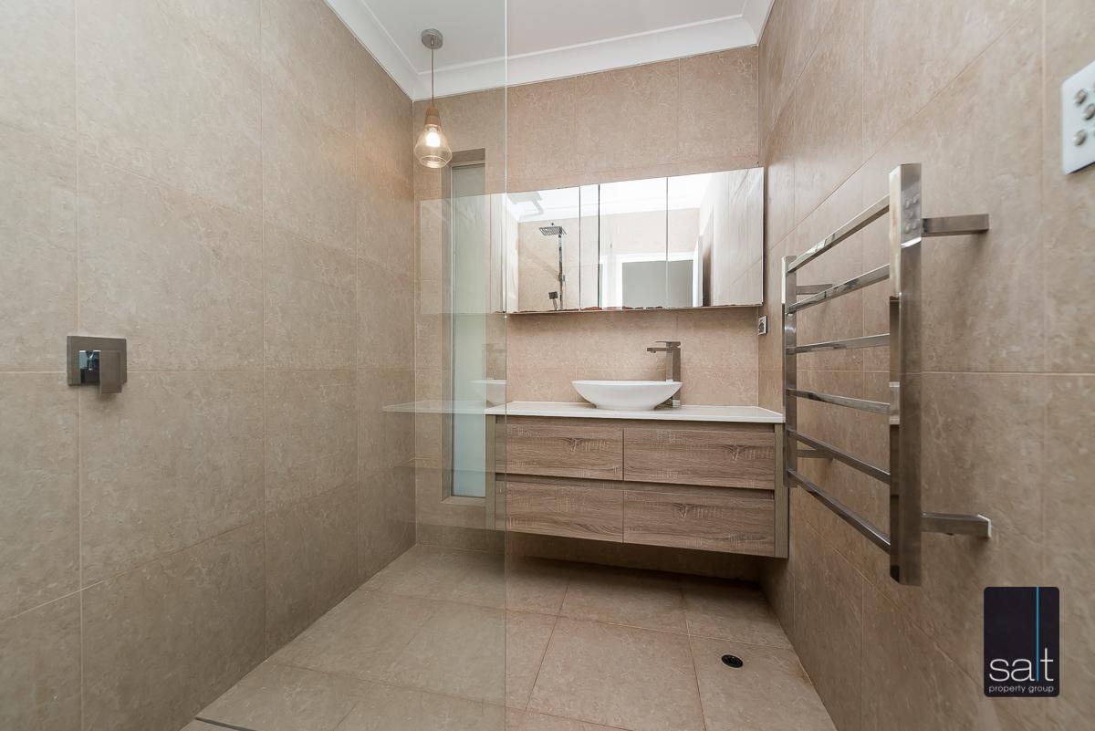 https://propertyphotos.vaultre.com.au/835/4012972__1579245849-4503-6PalmPlaceWilson-9.jpg