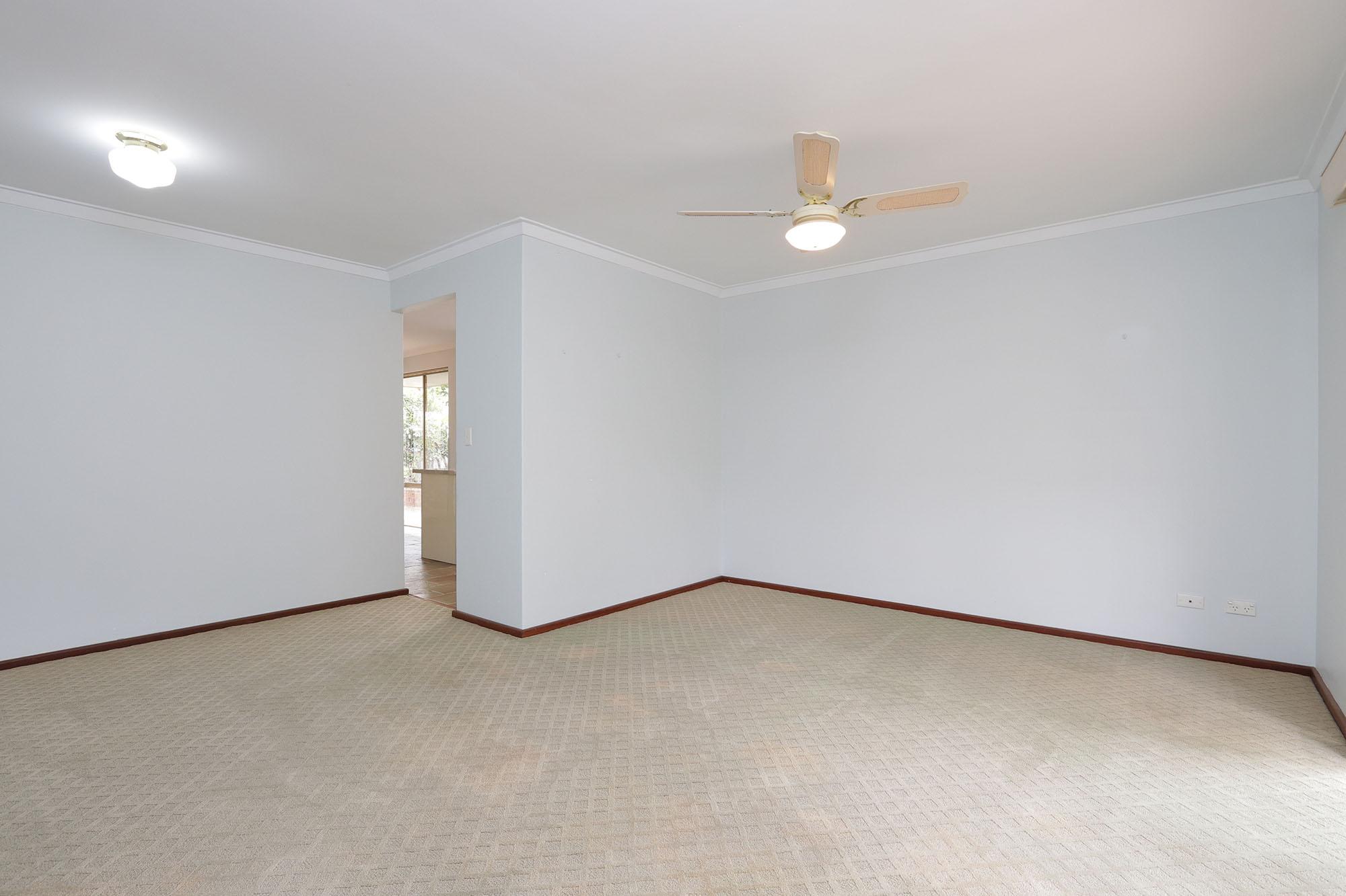 https://propertyphotos.vaultre.com.au/835/4030134__1579755811-24955-IMG0320.jpg