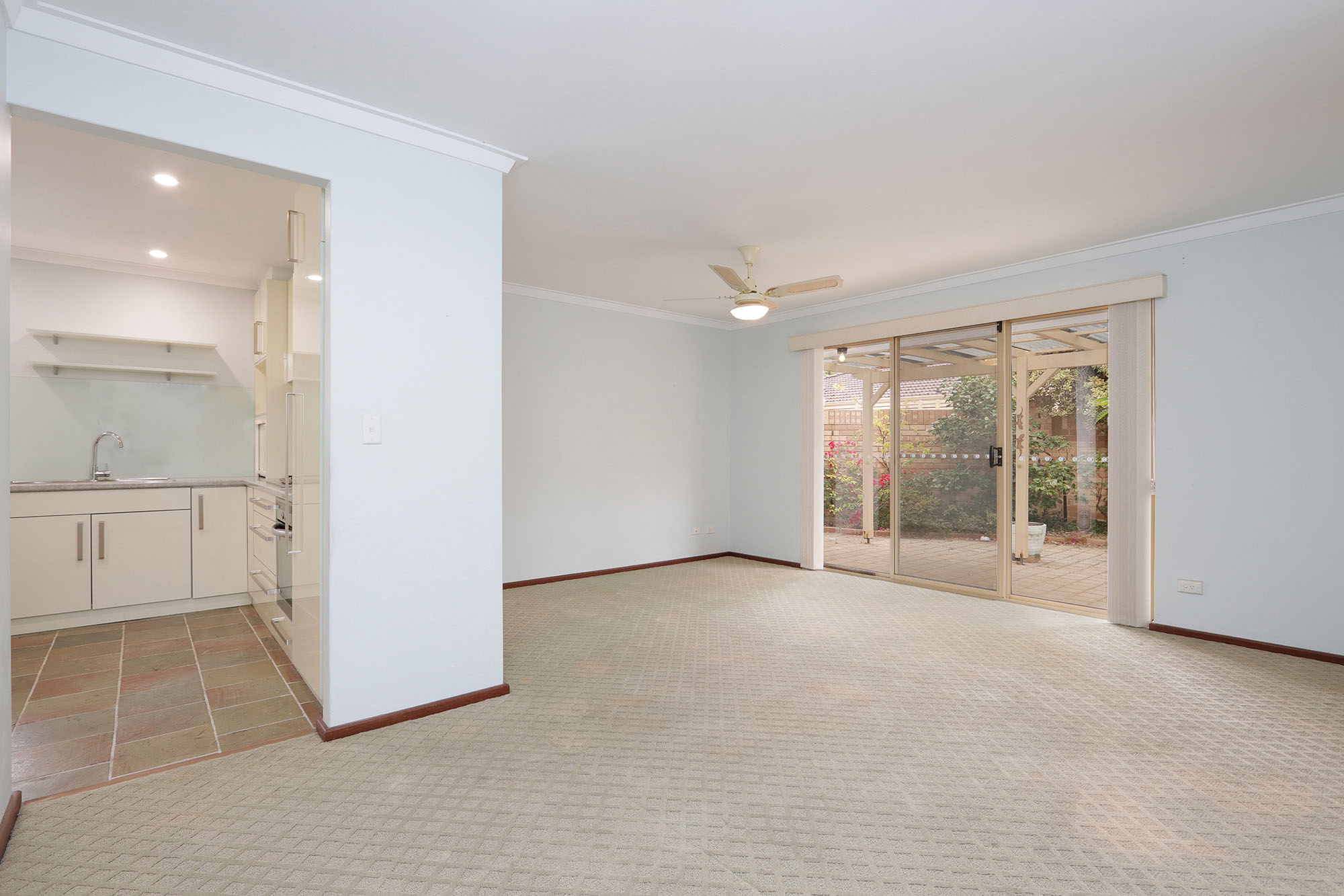 https://propertyphotos.vaultre.com.au/835/4030135__1579755813-20099-IMG0321.jpg