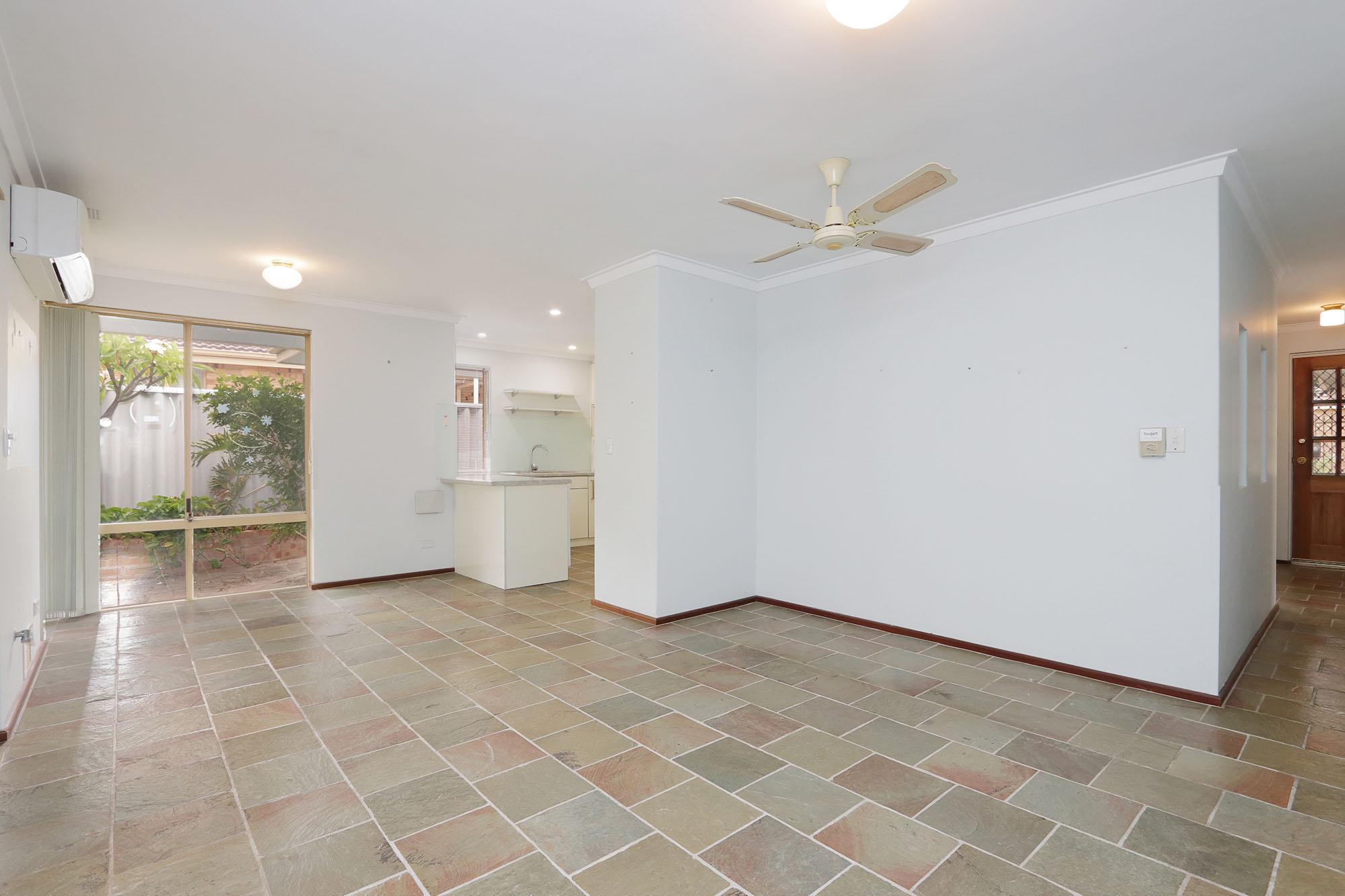 https://propertyphotos.vaultre.com.au/835/4030136__1579755814-24979-IMG0327.jpg