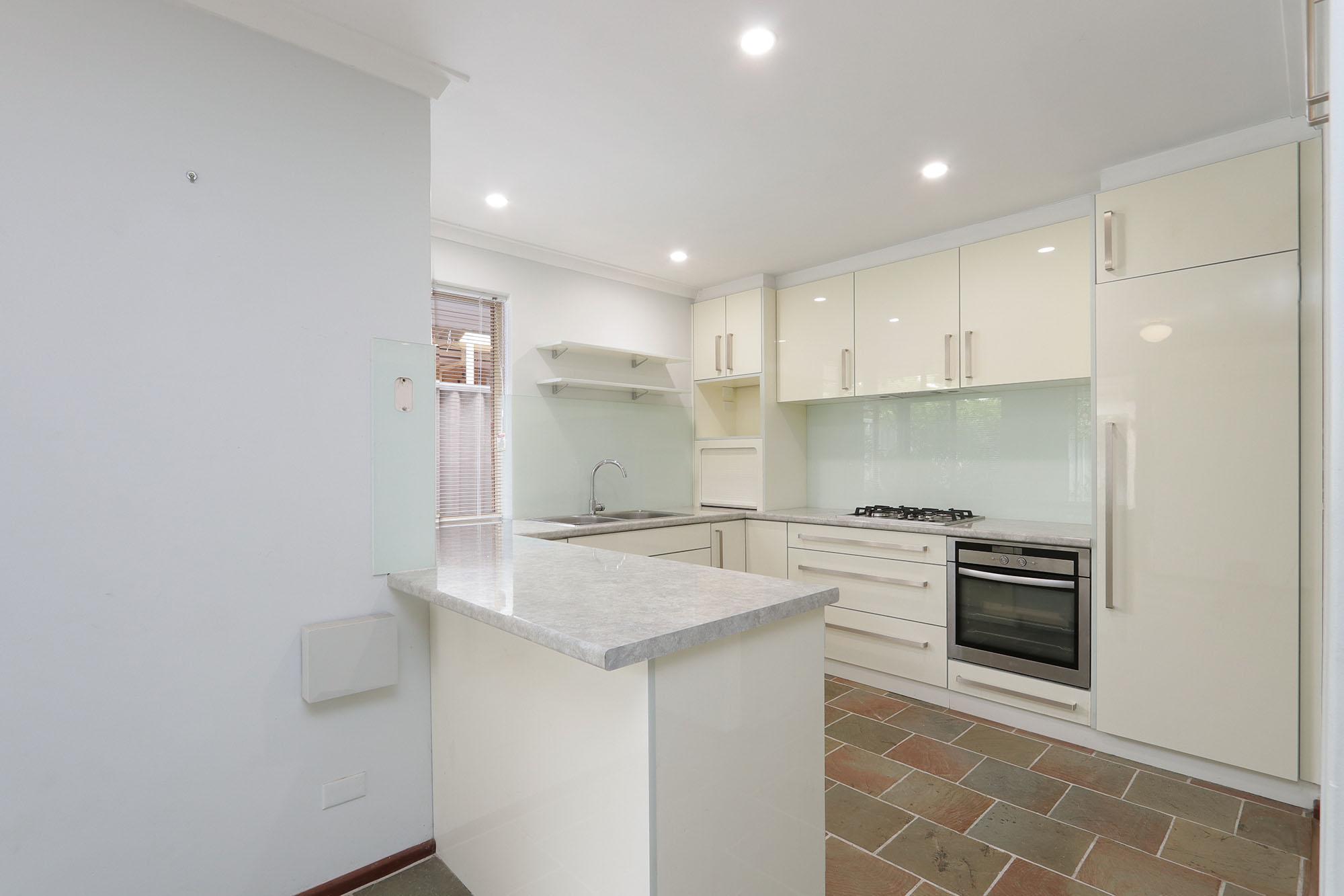 https://propertyphotos.vaultre.com.au/835/4030137__1579755815-24993-IMG0338.jpg