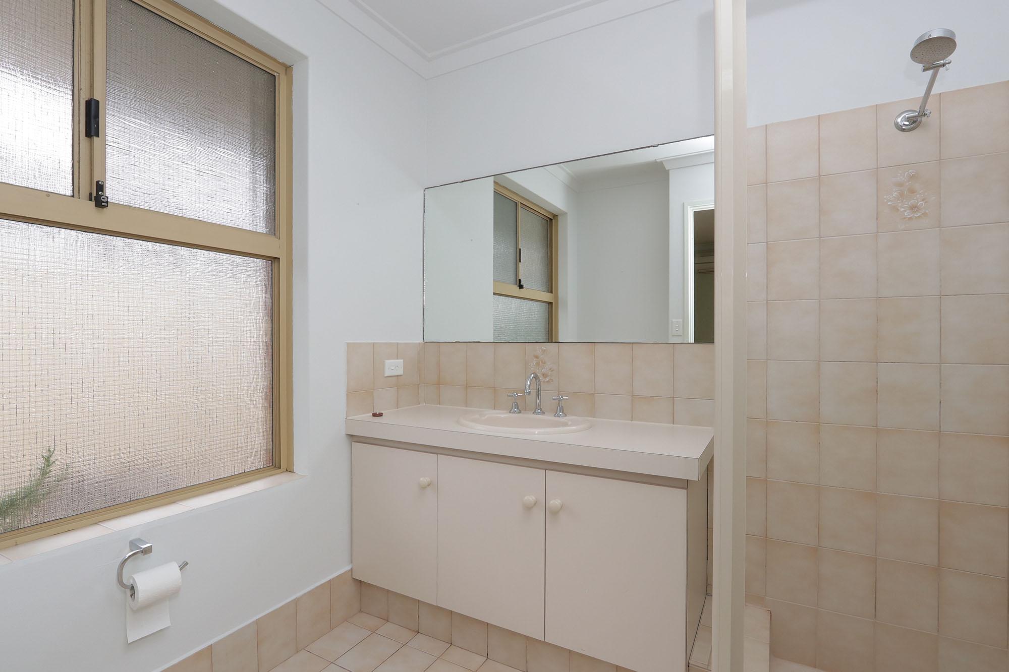 https://propertyphotos.vaultre.com.au/835/4030140__1579755819-24697-IMG0353.jpg