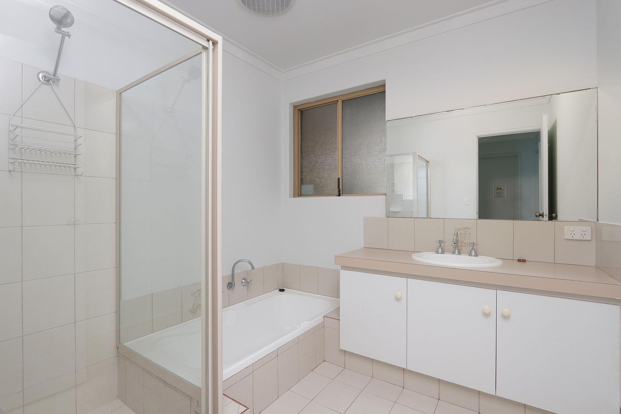 https://propertyphotos.vaultre.com.au/835/4030142__1579755821-20157-IMG0356.jpg