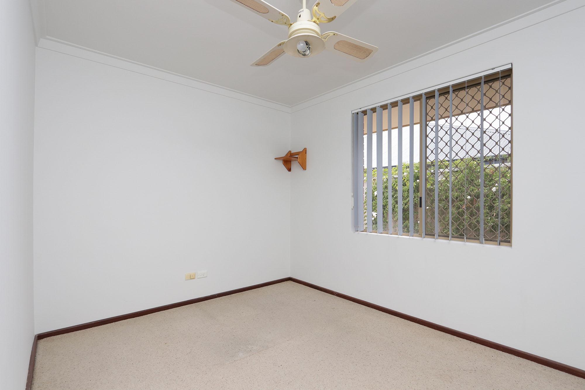 https://propertyphotos.vaultre.com.au/835/4030143__1579755822-24717-IMG0358.jpg