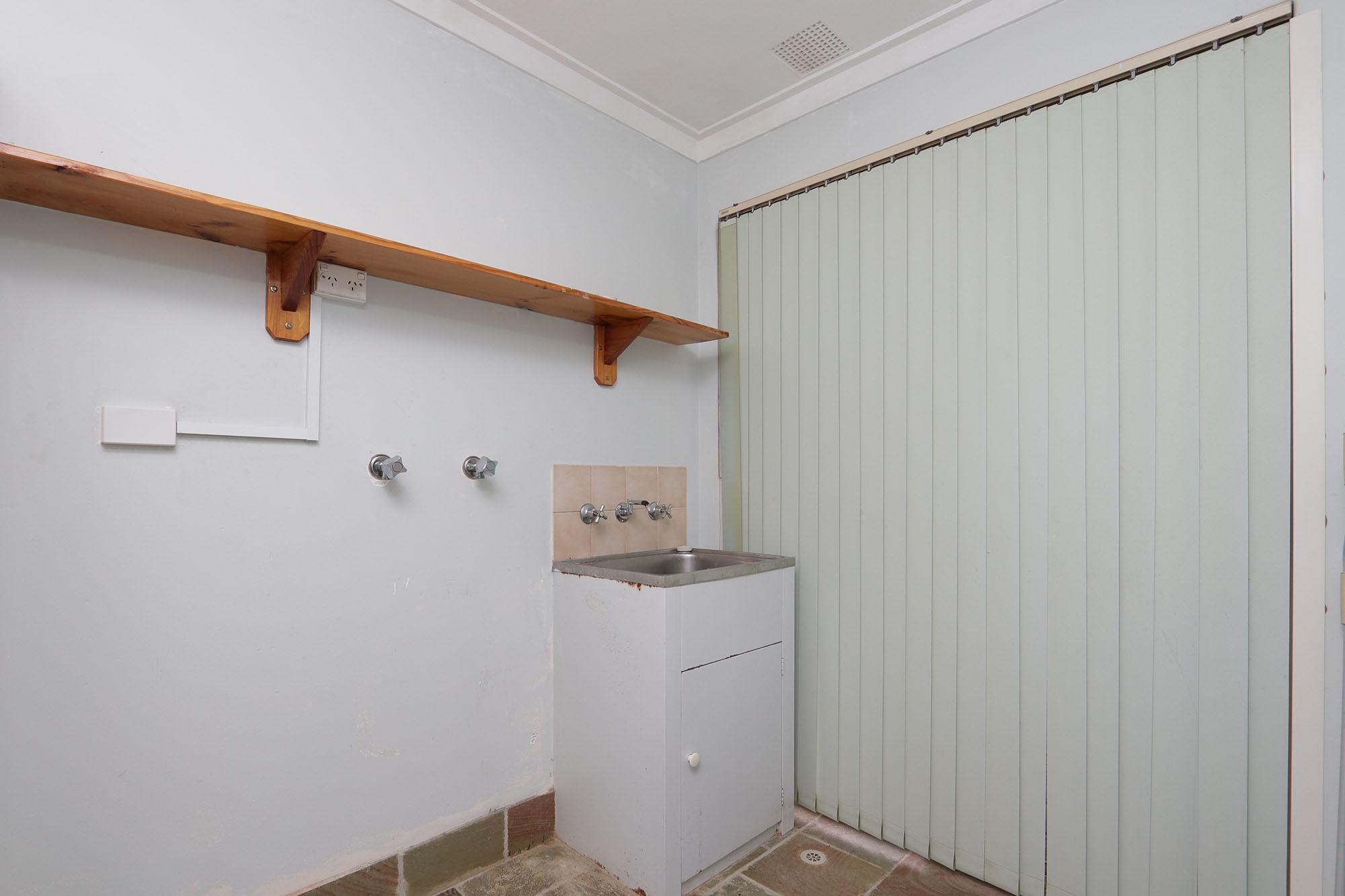 https://propertyphotos.vaultre.com.au/835/4030144__1579755823-25040-IMG0360.jpg