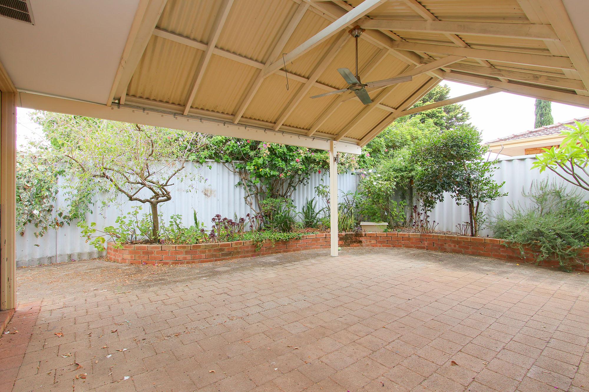 https://propertyphotos.vaultre.com.au/835/4030145__1579755825-25048-IMG0362.jpg