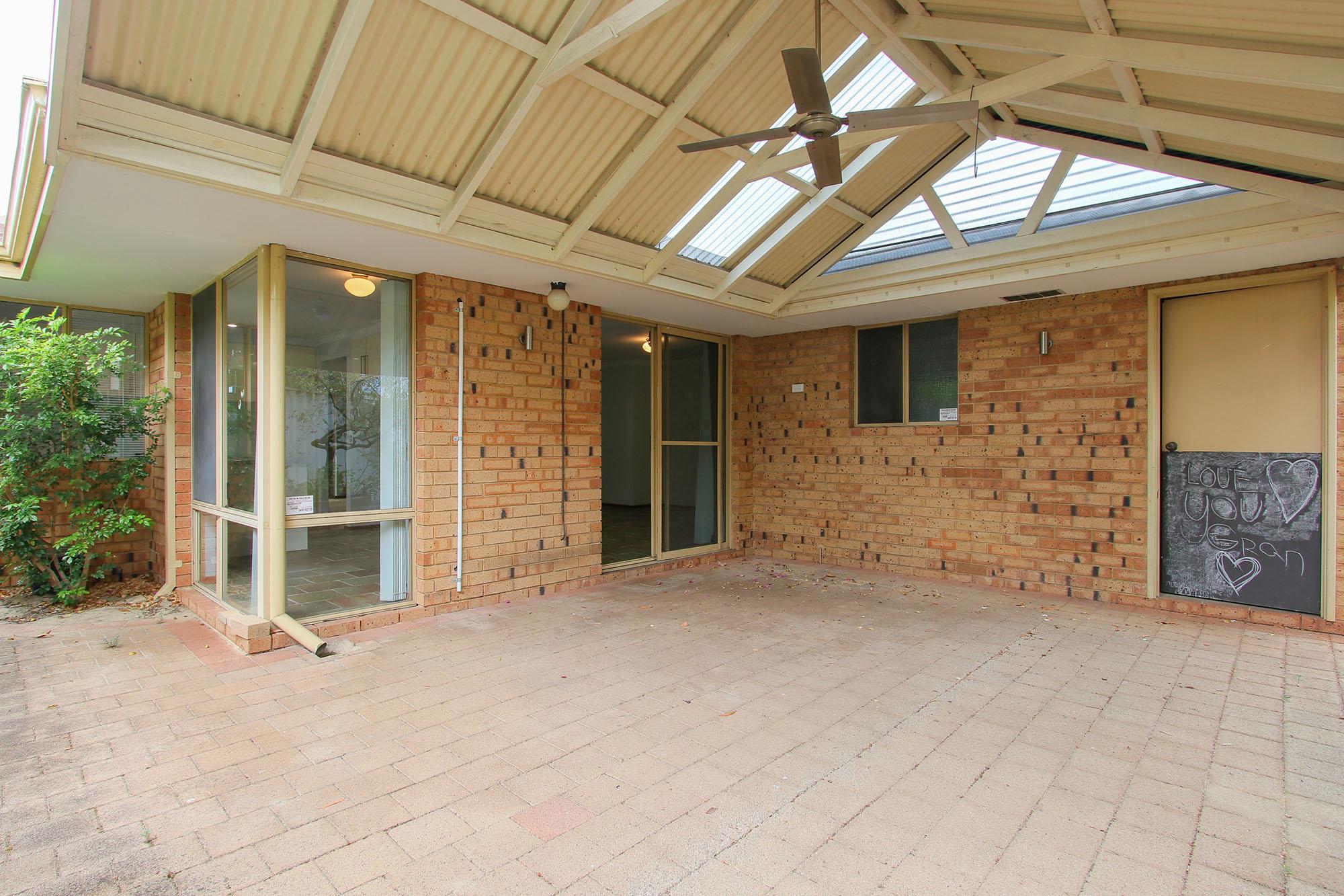 https://propertyphotos.vaultre.com.au/835/4030146__1579755827-25061-IMG0364.jpg