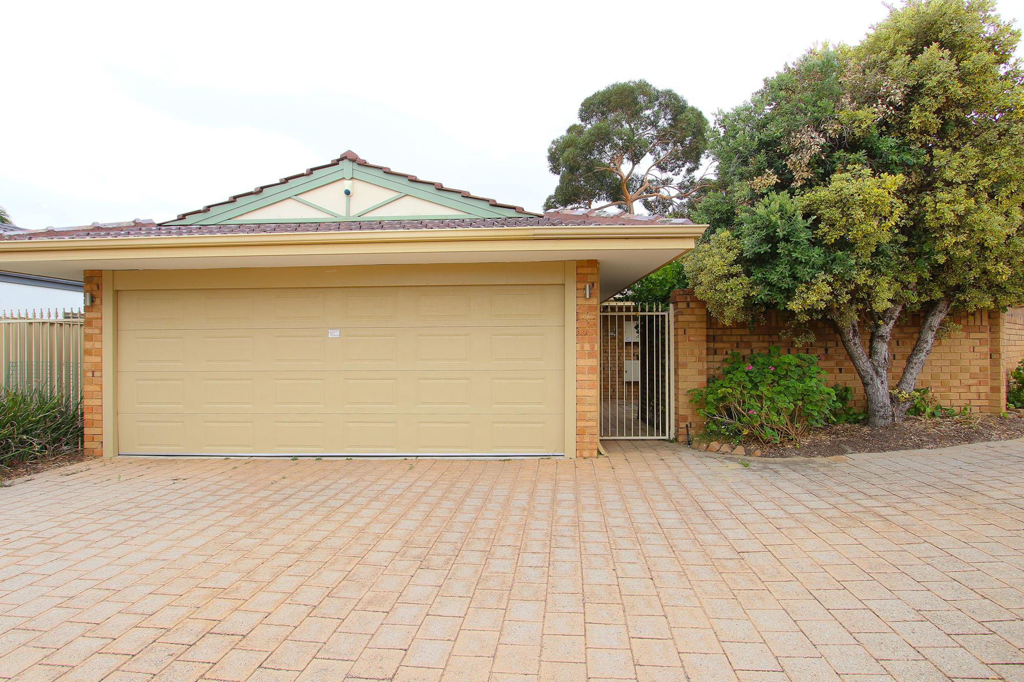 https://propertyphotos.vaultre.com.au/835/4030148__1579755829-25084-IMG0367.jpg