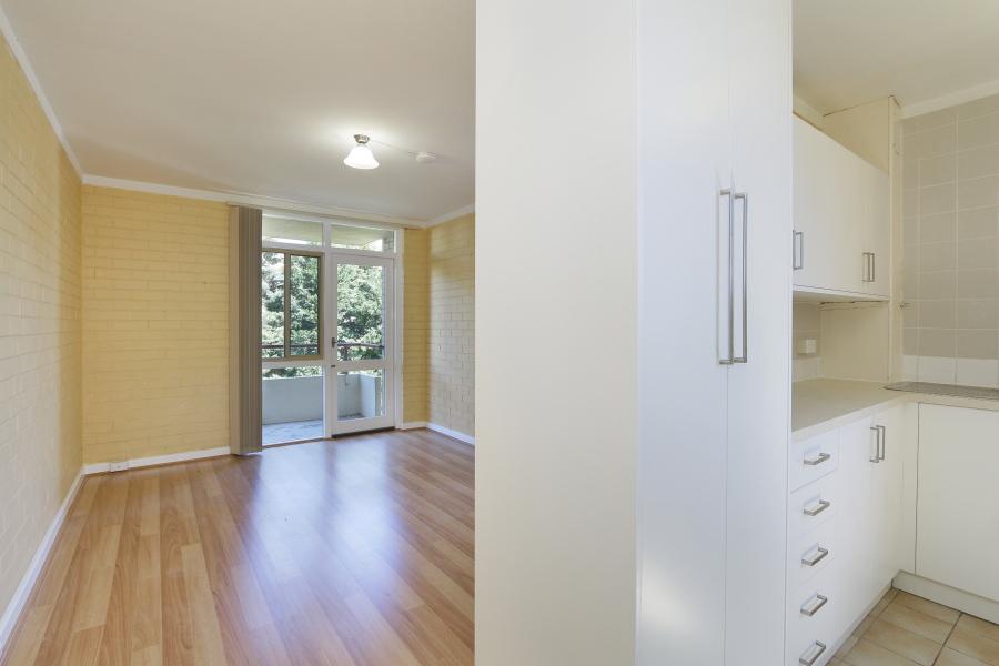 https://propertyphotos.vaultre.com.au/835/4030604__1579760843-11132-IMG0030.JPG