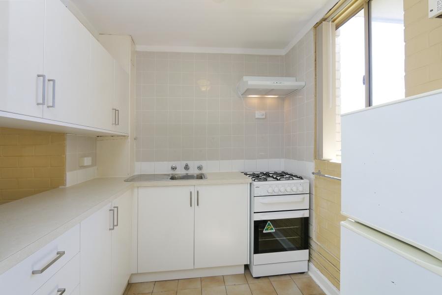 https://propertyphotos.vaultre.com.au/835/4030605__1579760844-11138-IMG0037.JPG