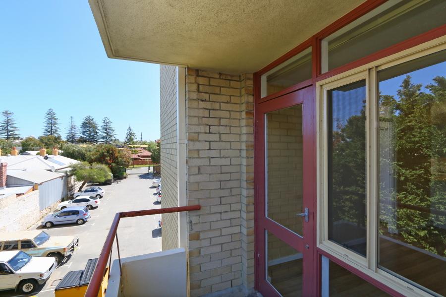 https://propertyphotos.vaultre.com.au/835/4030608__1579760847-11149-IMG0050.JPG