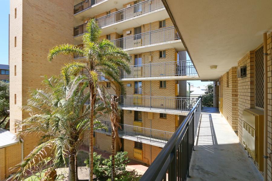 https://propertyphotos.vaultre.com.au/835/4030610__1579760850-15842-IMG0053.JPG