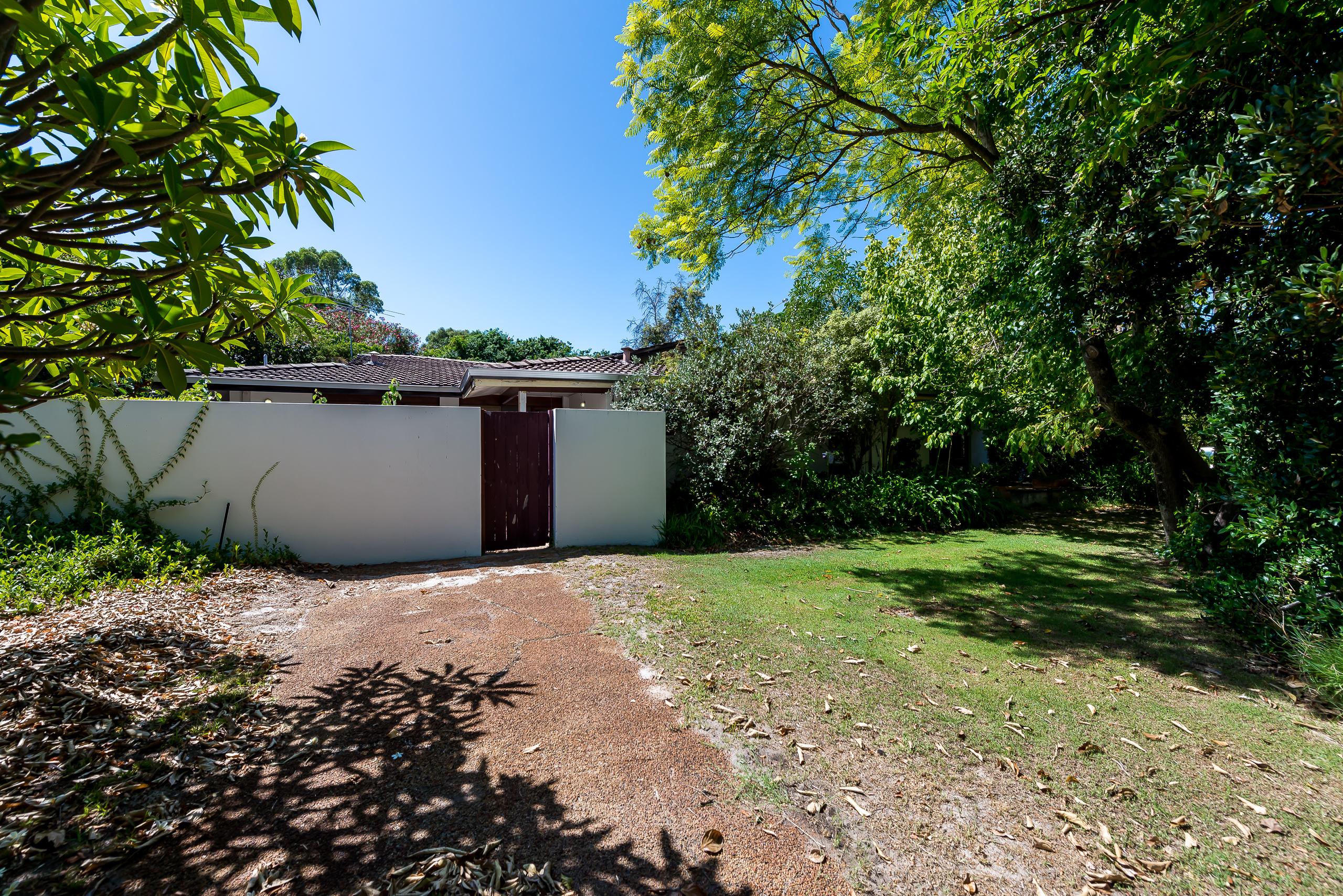 https://propertyphotos.vaultre.com.au/835/4038001__1580202590-26441-2cMathesonRoadApplecross-4.jpg