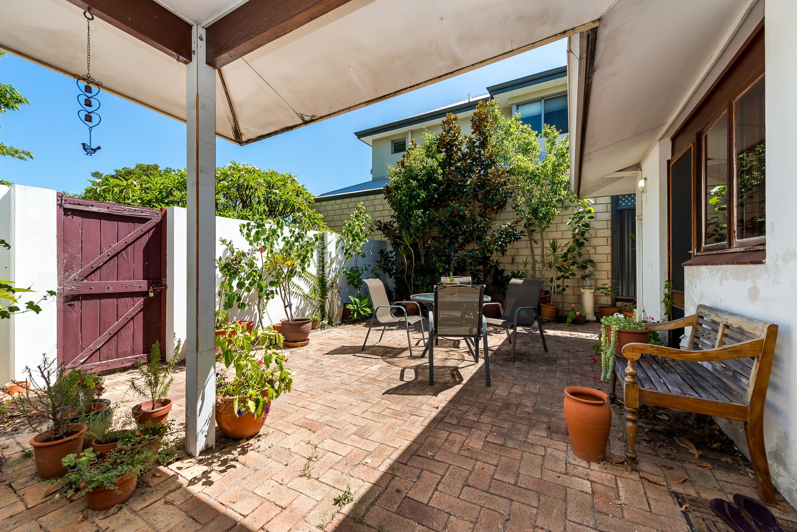 https://propertyphotos.vaultre.com.au/835/4038036__1580202961-26653-2cMathesonRoadApplecross-17.jpg