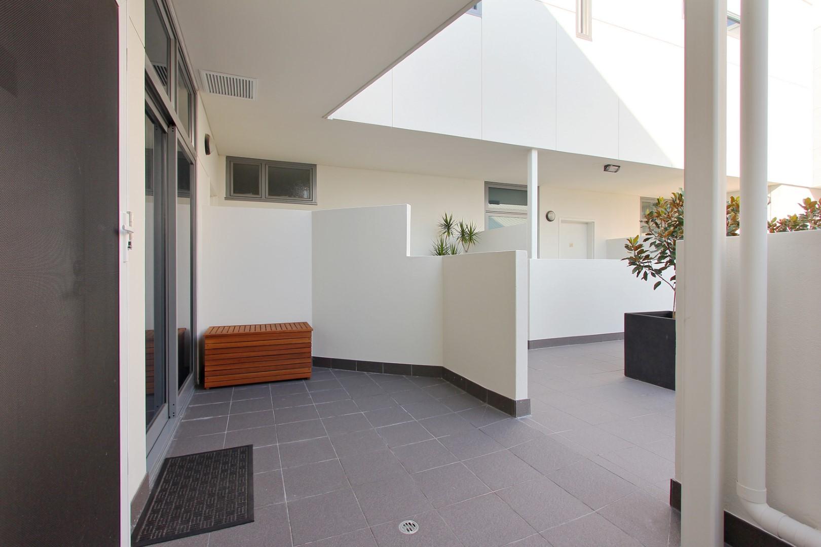 https://propertyphotos.vaultre.com.au/835/4044476__1580365652-19738-004.JPG