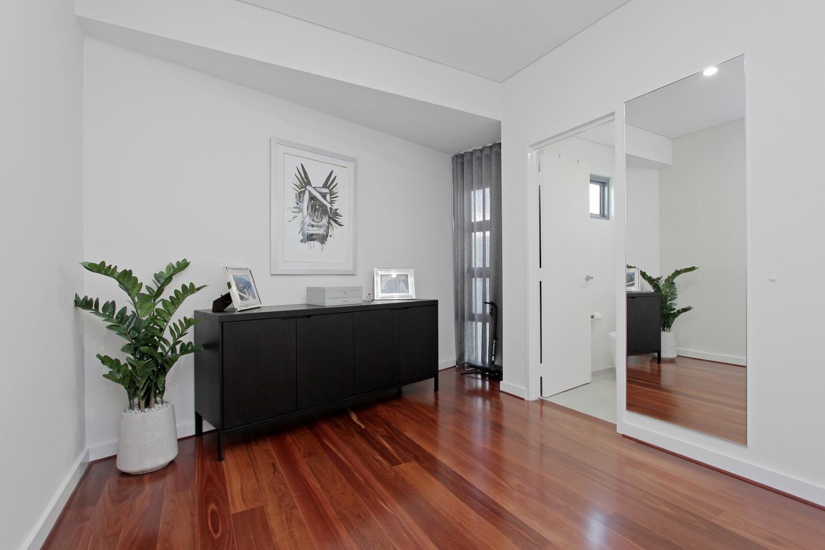 https://propertyphotos.vaultre.com.au/835/4044488__1580365665-19806-016.JPG