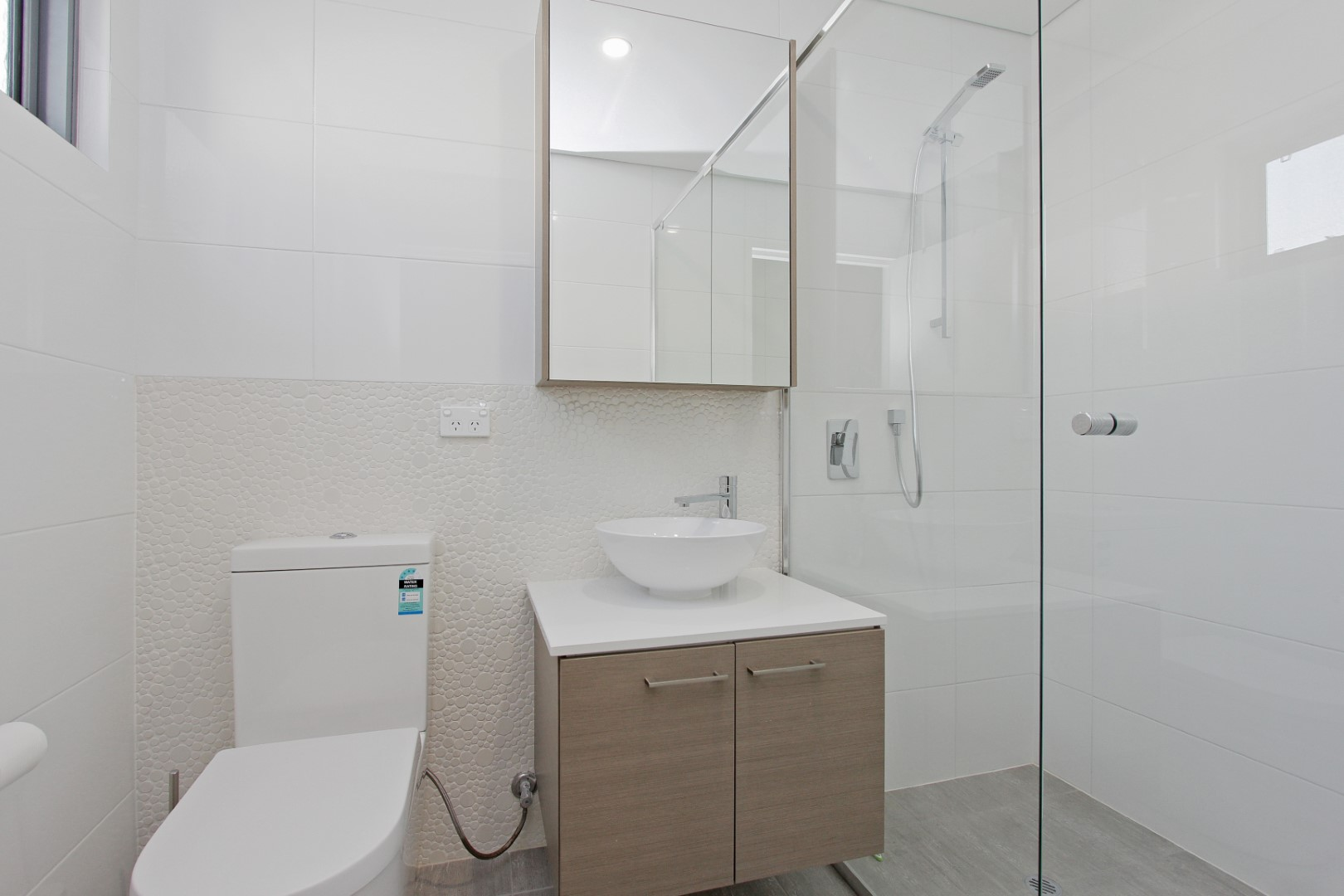 https://propertyphotos.vaultre.com.au/835/4044489__1580365666-19809-017.JPG