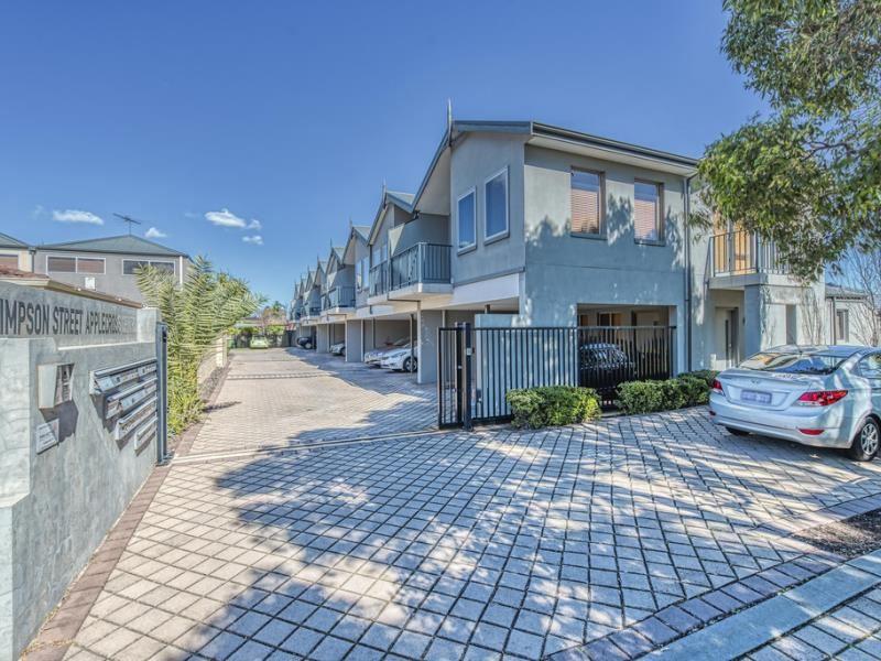https://propertyphotos.vaultre.com.au/835/4044617__1580369514-32610-front.jpg