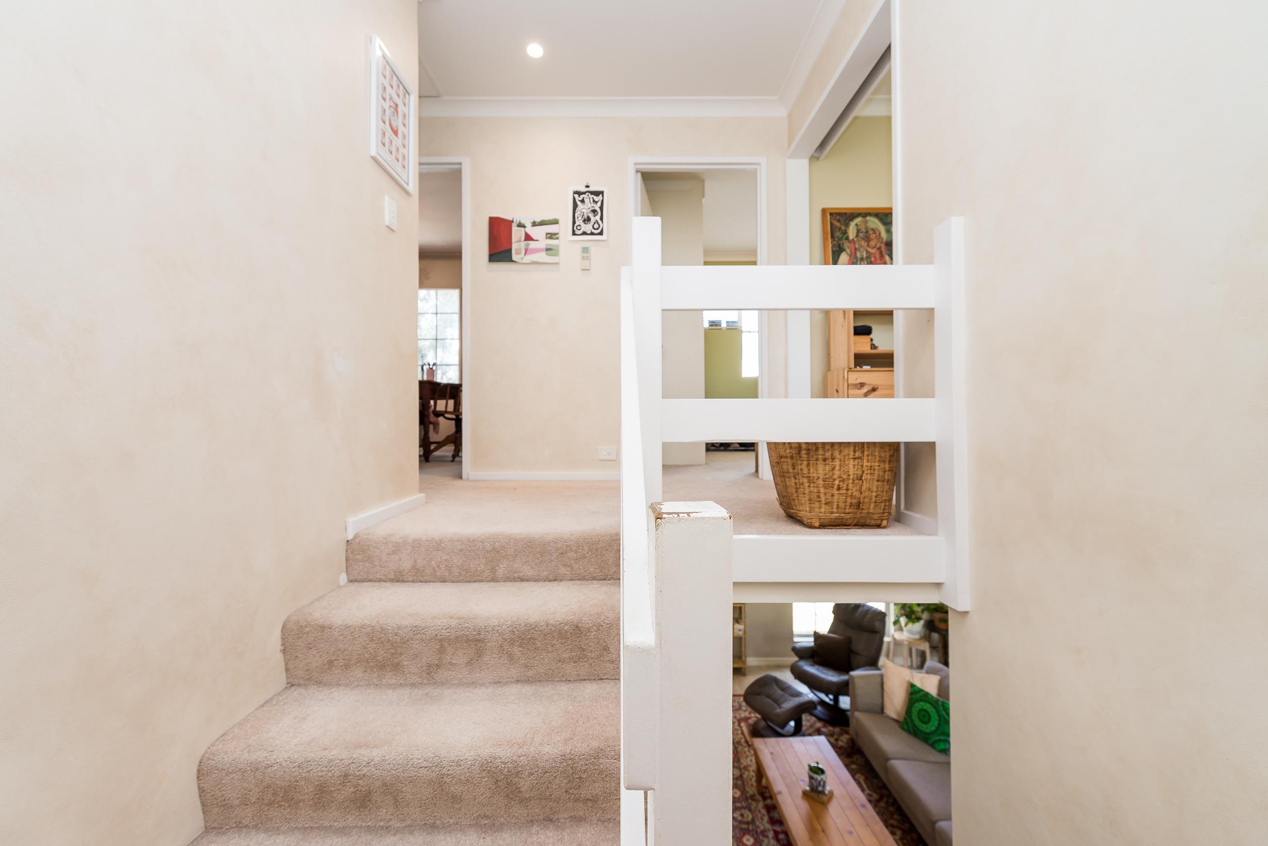 https://propertyphotos.vaultre.com.au/835/4044741__1580374458-21134-10McAteeCourtFremantle-12.jpg