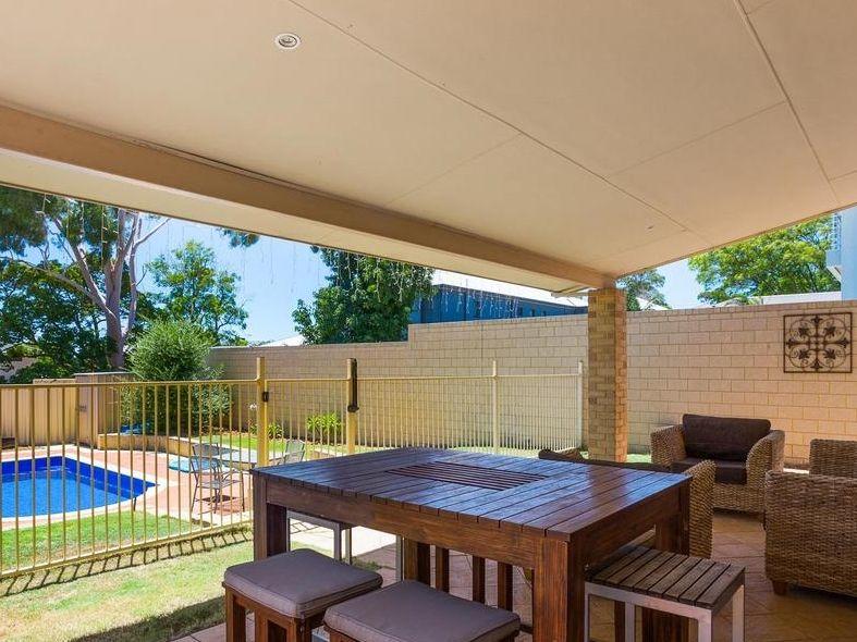 https://propertyphotos.vaultre.com.au/835/4131881__1580787193-2-reaimport-1568684714-347450-29118.jpg