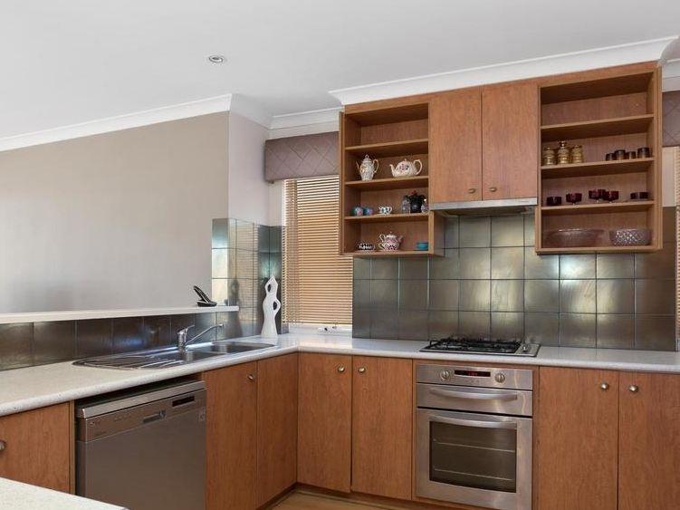 https://propertyphotos.vaultre.com.au/835/4131886__1580787193-6-reaimport-1568684716-347450-29118.jpg