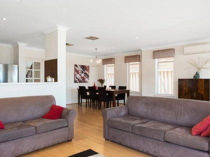 https://propertyphotos.vaultre.com.au/835/4131888__1580787193-7-reaimport-1568684716-347450-29118.jpg
