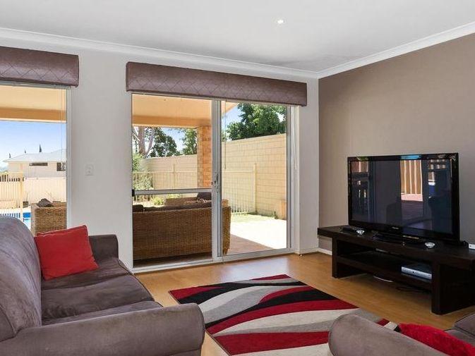 https://propertyphotos.vaultre.com.au/835/4131889__1580787193-8-reaimport-1568684716-347450-29118.jpg