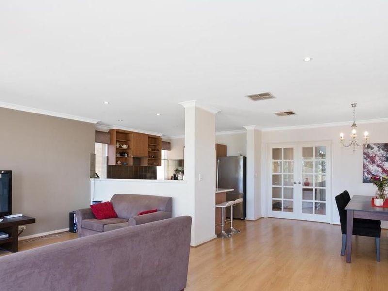 https://propertyphotos.vaultre.com.au/835/4131893__1580787193-11-reaimport-1568684717-347450-29118.jpg