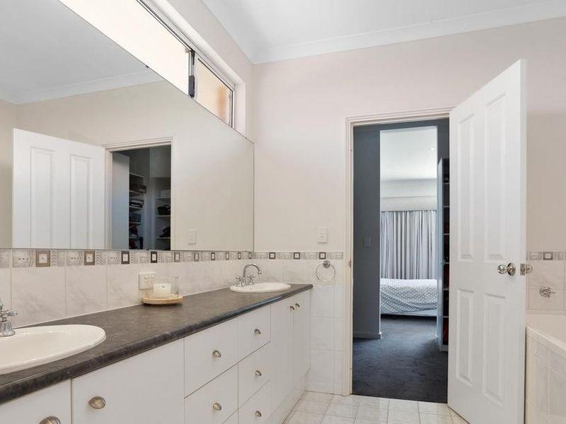https://propertyphotos.vaultre.com.au/835/4131897__1580787193-14-reaimport-1568684718-347450-29118.jpg