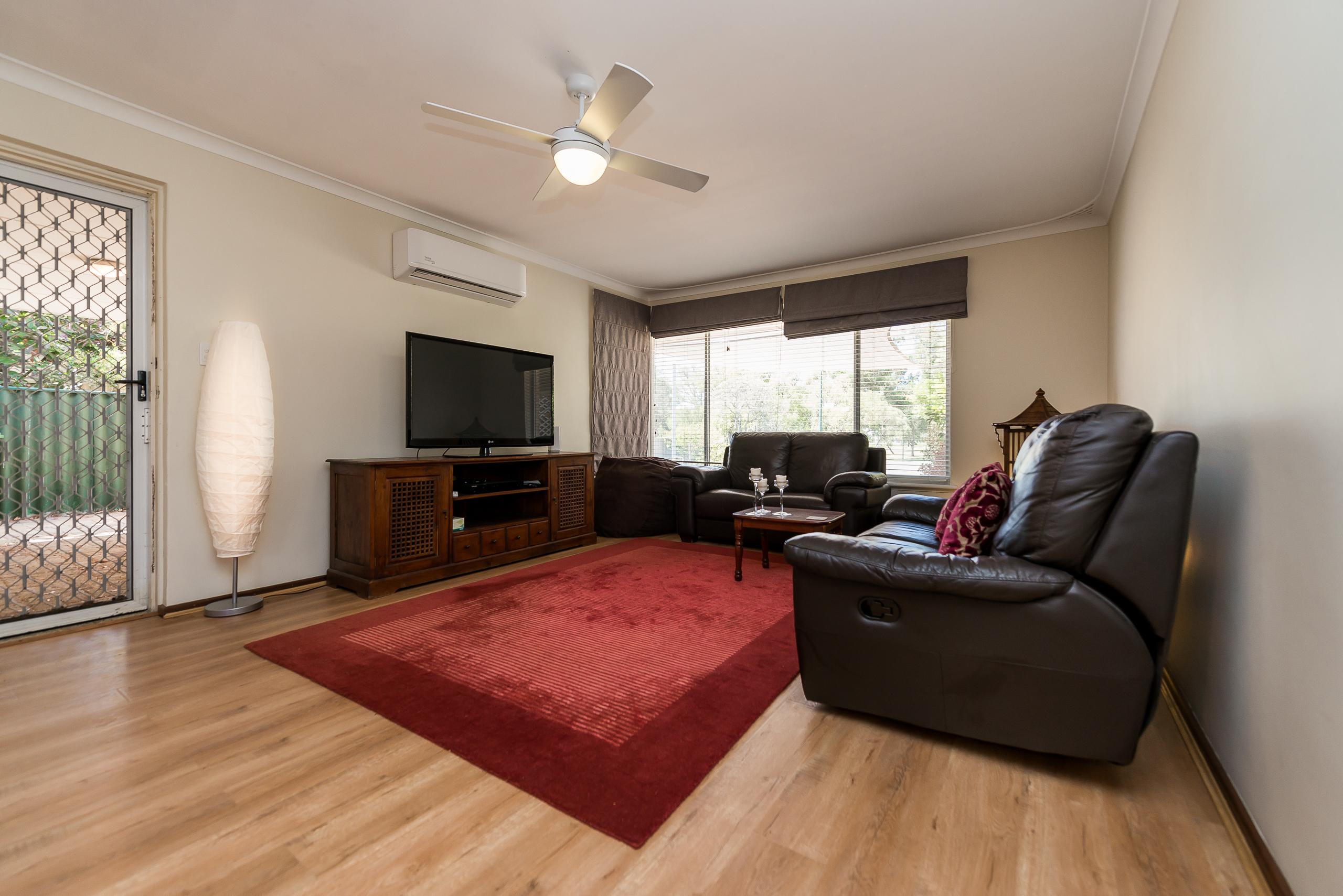 https://propertyphotos.vaultre.com.au/835/4455187__1581929610-4890-3BostonWayBooragoon-4.jpg