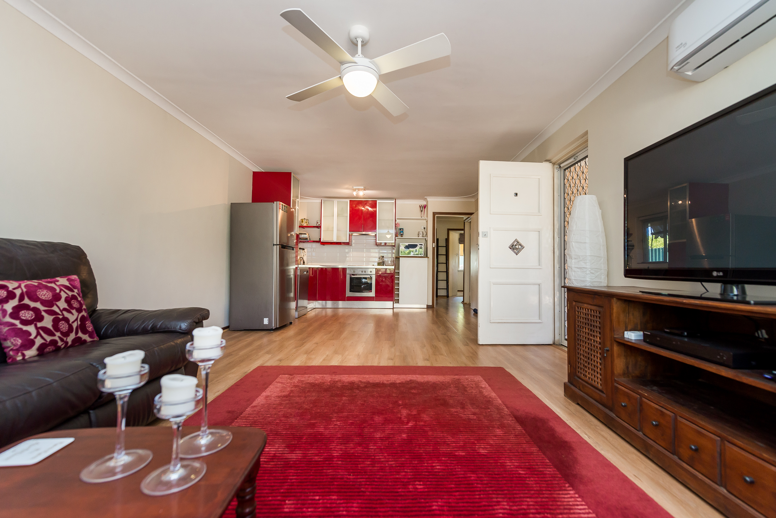 https://propertyphotos.vaultre.com.au/835/4455188__1581929638-4901-3BostonWayBooragoon-5.jpg