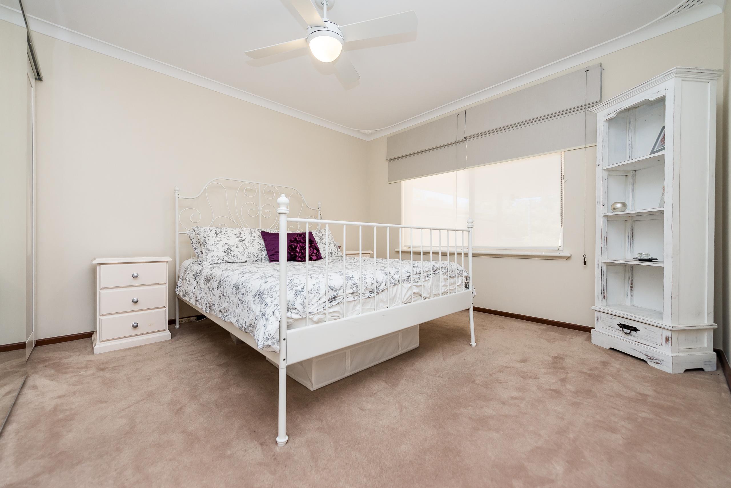 https://propertyphotos.vaultre.com.au/835/4455190__1581929686-4920-3BostonWayBooragoon-7.jpg