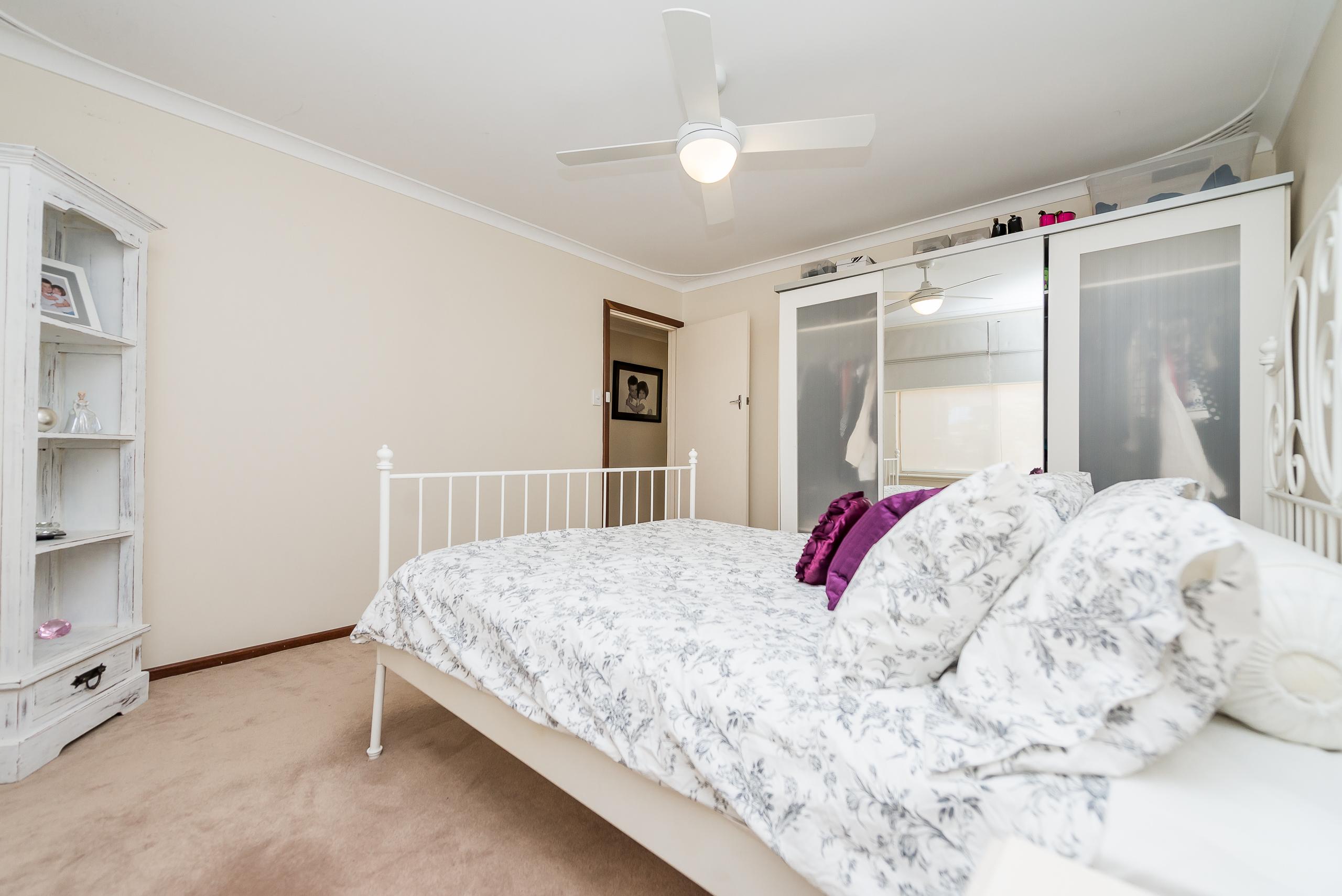 https://propertyphotos.vaultre.com.au/835/4455191__1581929706-4932-3BostonWayBooragoon-8.jpg