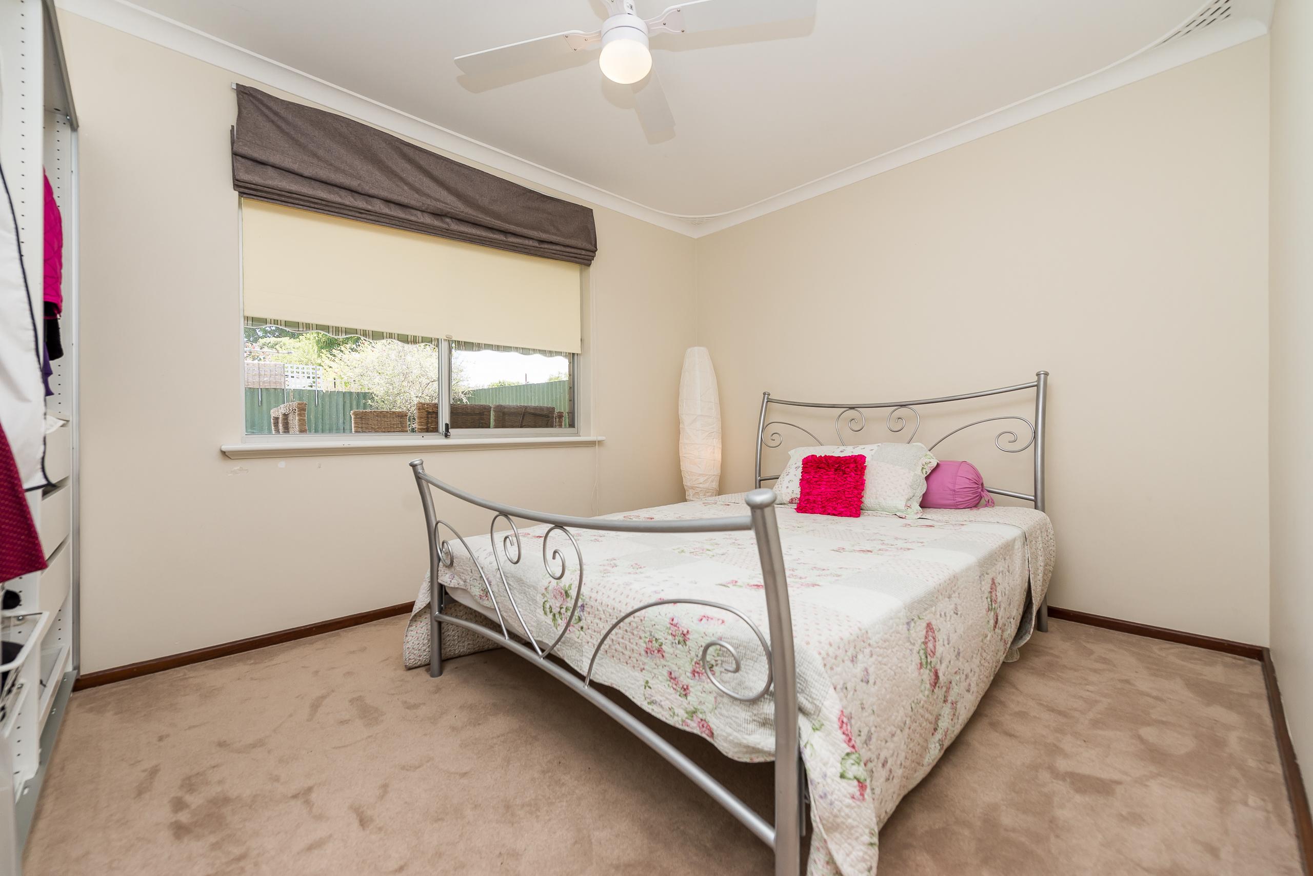 https://propertyphotos.vaultre.com.au/835/4455192__1581929726-4963-3BostonWayBooragoon-9.jpg