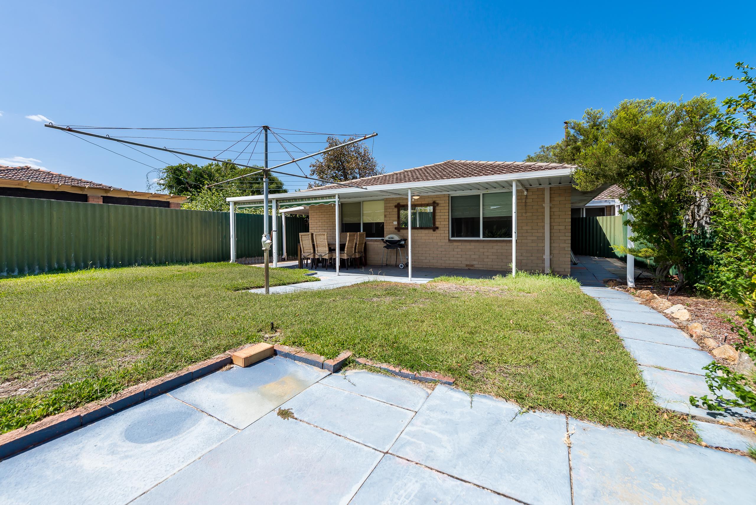 https://propertyphotos.vaultre.com.au/835/4455195__1581929865-5005-3BostonWayBooragoon-13.jpg