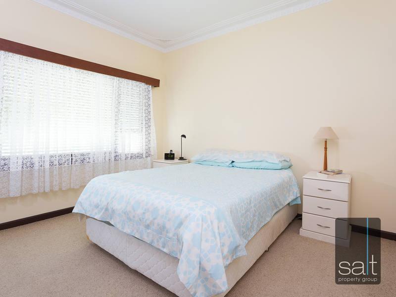 https://propertyphotos.vaultre.com.au/835/4465092__1582162000-31125-SALTWEBRES33RaymondRoadMtPleasant1of13.jpg