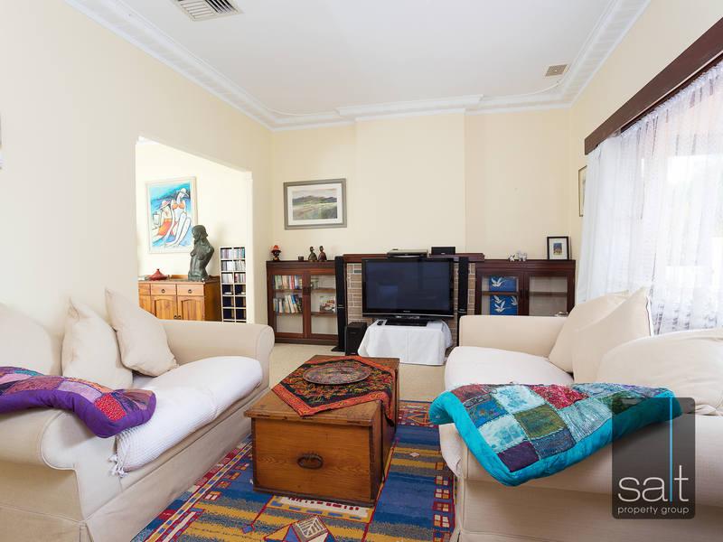https://propertyphotos.vaultre.com.au/835/4465097__1582162003-31142-SALTWEBRES33RaymondRoadMtPleasant4of13.jpg