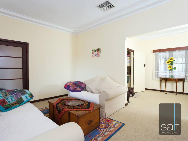 https://propertyphotos.vaultre.com.au/835/4465098__1582162004-22329-SALTWEBRES33RaymondRoadMtPleasant5of13.jpg