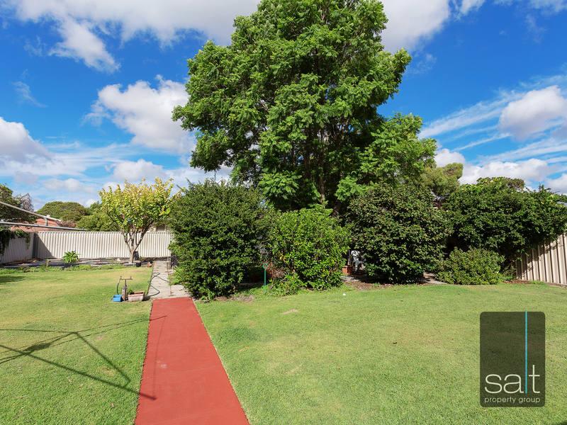https://propertyphotos.vaultre.com.au/835/4465103__1582162007-31162-SALTWEBRES33RaymondRoadMtPleasant8of13.jpg